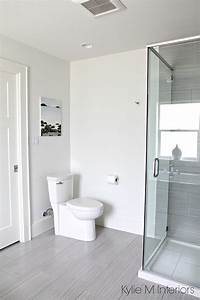 Bathroom Benjamin Moore Oxford White, toilet, linear