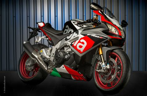Modification Aprilia Rsv4 Rf by Photographing The Aprilia Rsv4 Rf Motorbike