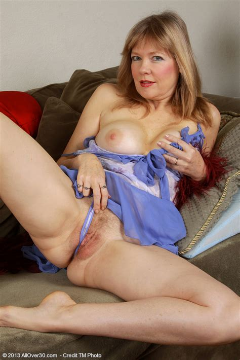 horny mature lilli finger her muff pie milf fox