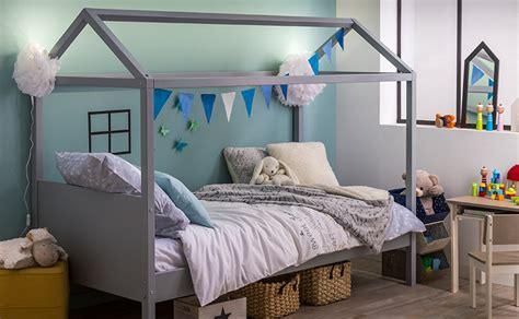 chambre avec lit baldaquin idées décorations d 39 un lit à baldaquin dans une chambre d