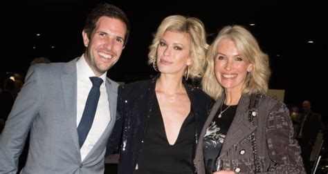 celebrities turn   london motor show gala