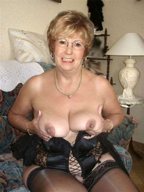 Older Woman Poses Fully Naked Without Shame