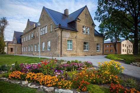 Kalnciema vidusskola - Bildberg.lv