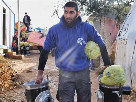 Wife of British-born 'aid worker' demands Syria jihadists ...