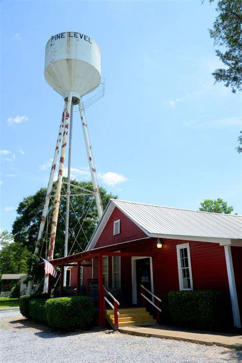 reds  schoolhouse restaurant teaches diners