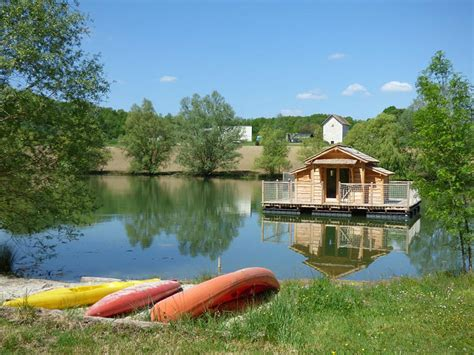 chambre d hotes lot et garonne cabanes flottantes du lac de pelisse hébergement