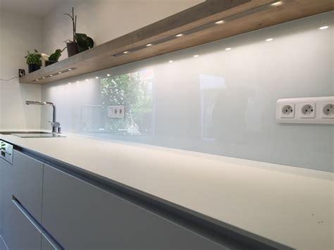 verre pour porte de cuisine crédence de cuisine en verre laqué blanc atelier du verre créations