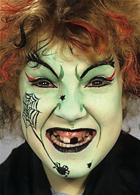 hexe schminken anleitung hexe schminken mit professioneller karnevalsschminke schminken anleitung tipps motive vorlagen