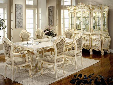 The victorian interior design is one that exudes class and elegance. Formal Victorian Dining Room Designs
