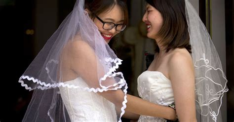 Chinese Lesbian Couple Marries In Push To Legalize Same