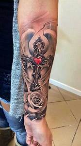 Kreuz Tattoo Oberarm : wundervolle kreuz t towierungen tattoo spirit ~ Frokenaadalensverden.com Haus und Dekorationen