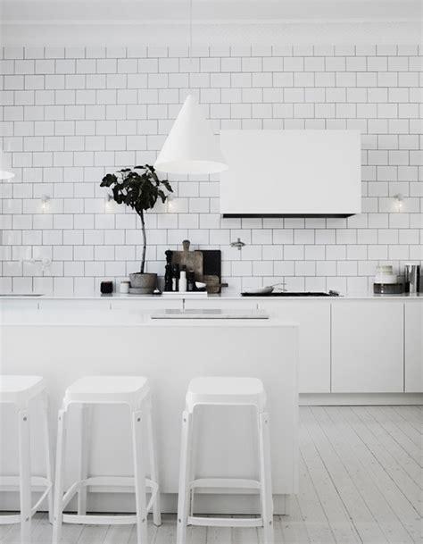 vers blanc dans la cuisine carrelage metro blanc rellik us rellik us