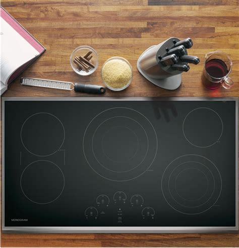 monogram zeursjss   smoothtop electric cooktop   radiant elements  tri ring