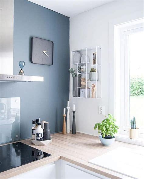 cuisine gris bleu dix idées pour mettre de la couleur dans sa cuisine
