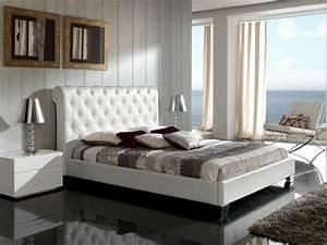 Lit Double Blanc : choisissez un lit en cuir pour bien meubler la chambre coucher ~ Teatrodelosmanantiales.com Idées de Décoration