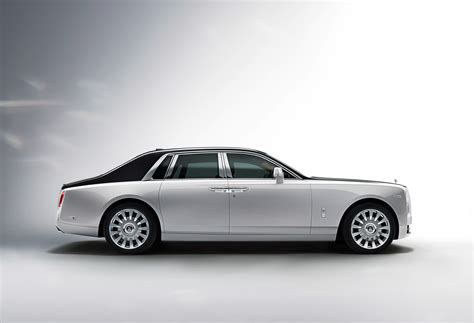 Rolls Royce Photo by Photo Comparison Rolls Royce Phantom Viii Vs Rolls Royce