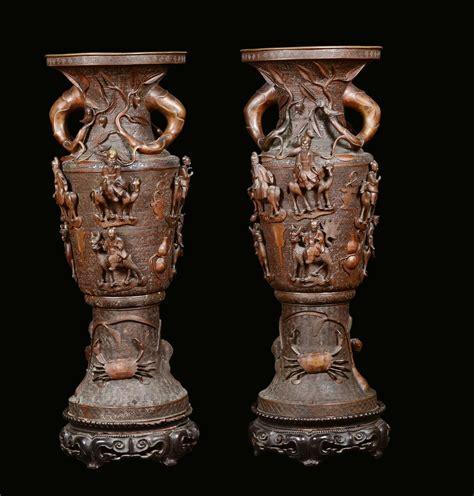 vasi grandi coppia di grandi vasi in bronzo con dignitari a cavallo a