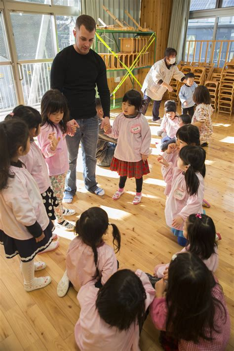 file mcas iwakuni service members visit preschool teach 397 | MCAS Iwakuni service members visit preschool teach children English 150113 M KE800 185