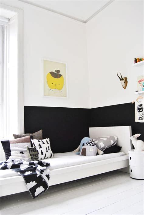 chambre en noir et blanc noir et blanc s 39 invitent dans la chambre d 39 enfant joli tipi