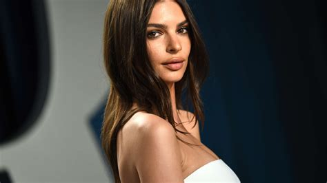 Emily Ratajkowski Expecting Her First Child – Check Out ...
