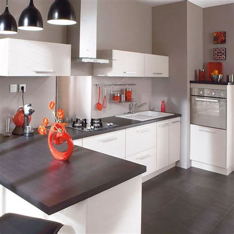 cuisine blanche plan de travail noir cuisine laquee blanche plan de travail gris kirafes