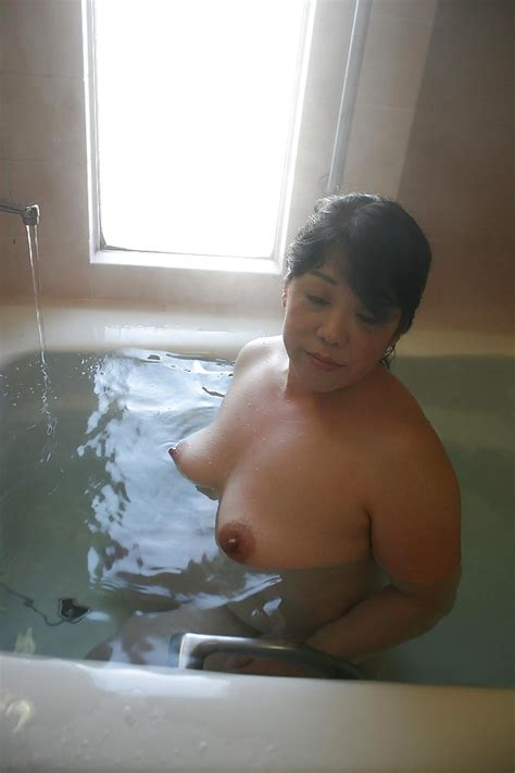 Mature Brunette Eiko Imamiya Enjoys Hot Bath And Shows Her