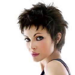 coupe cheveux court visage rond coupe courte effilée destructurée