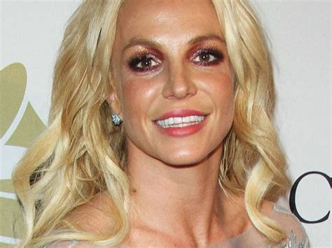 Britney Spears perd son soutien-gorge en plein show (vidéo ...