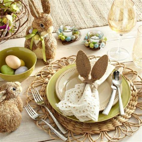 d 233 co table p 226 ques avec œufs fleurs et petits lapins