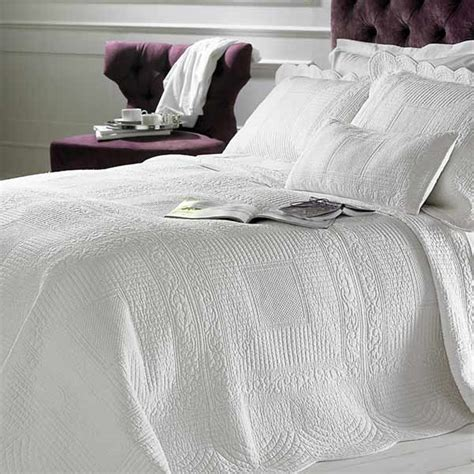 white quilted bedspread naples embossed 100 cotton quilted bedspread white ebay