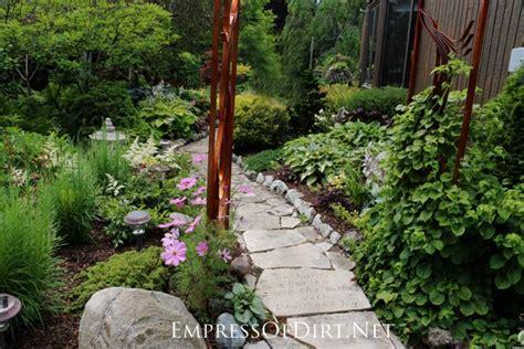 12 Stepping Stone & Garden Path Ideas