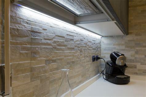 Illuminazione Cucine Moderne by 8 Idee Per L Illuminazione Di Una Cucina Moderna