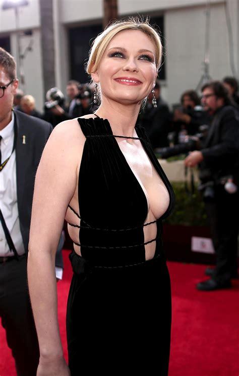Kirsten Dunst - Golden Globes 2016 - Famous Nipple