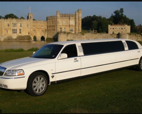 Lincoln Hire Car by Lincoln Limo Town Car Limo Hire