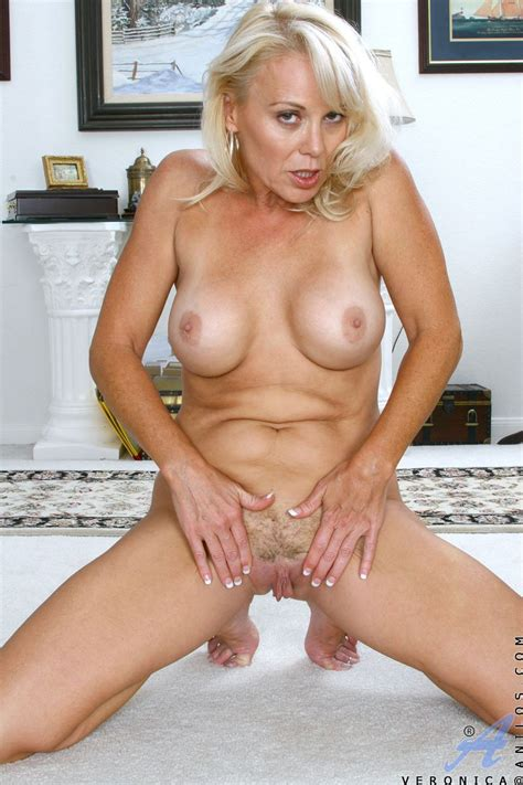 bush on the pussy and shaved pussy lips this hot blonde veronica anilos looks wonderful