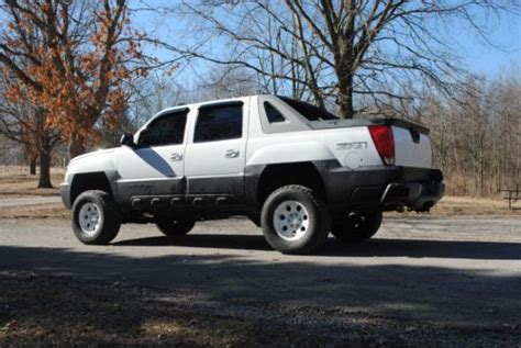 find   chevrolet avalanche  lifted  mahomet