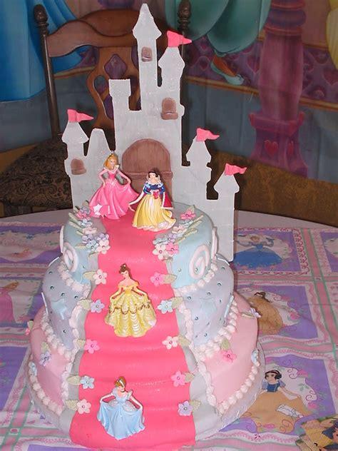 fazendo  minha festa infantil lindos bolos de princesas
