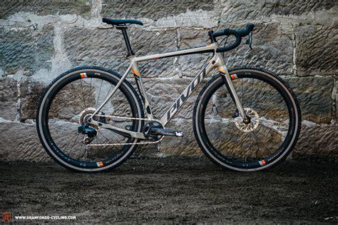 gravel bike test pivot vault team im test gran fondo cycling magazine
