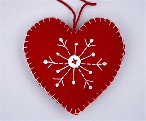 felt christmas ornament handmade scandinavian heart