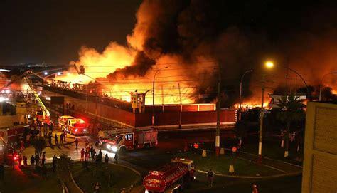 Callao Incendio De Proporciones Consumió Almacén De Av