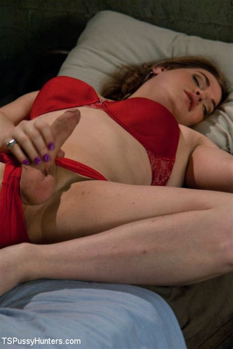 ts tiffany fucks the living cow girl hell out of a southern girl pichunter