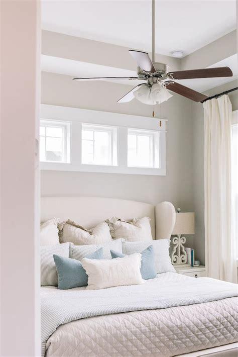 Bedroom Vs Window by 25 Best Ideas About Window Above Bed On