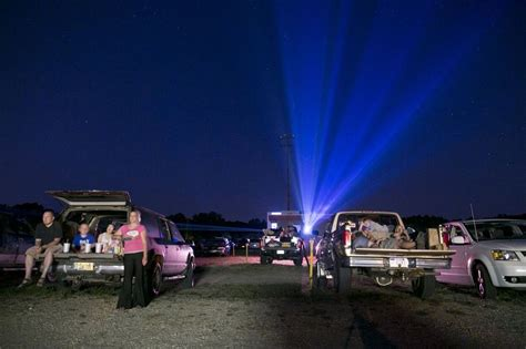 A guide to the 9 drive-in movie theaters still standing in ...