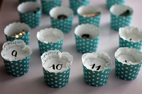 basteln mit muffinförmchen diy selbstgebastelter adventskalender aus muffinf 246 rmchen