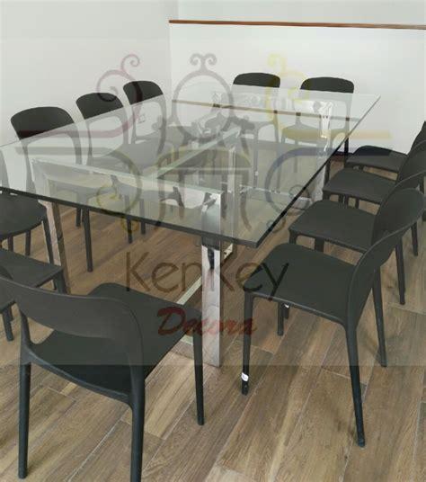 mesa de comedor en acero inoxidable   en