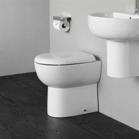 britton bathrooms compact   wall toilet  soft