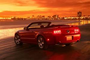 5th generation 2005 - 2014 Ford Mustang Convertible | 2005 ford mustang, Ford mustang, Mustang gt
