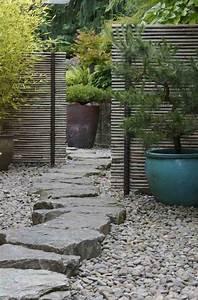 cloture en bambou pour une touche orientale dans le jardin With decoration allee de jardin 3 allee de jardin en bois esthetique et facile 224 faire