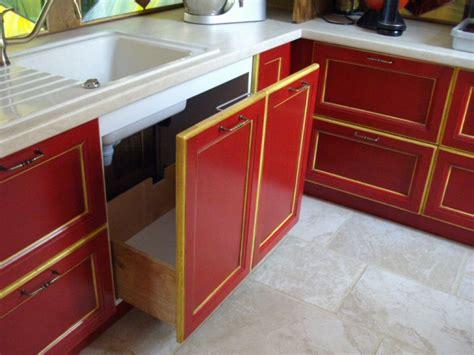 Meuble de cuisine en bois rouge | Idu00e9es de Du00e9coration intu00e9rieure | French Decor