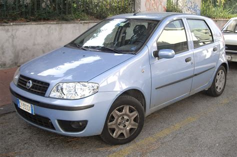 File:Fiat Punto 188 facelift.JPG - Wikimedia Commons